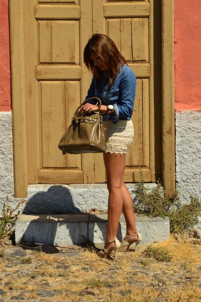 short encaje camisa denim bolso piton zapatos nude (12)
