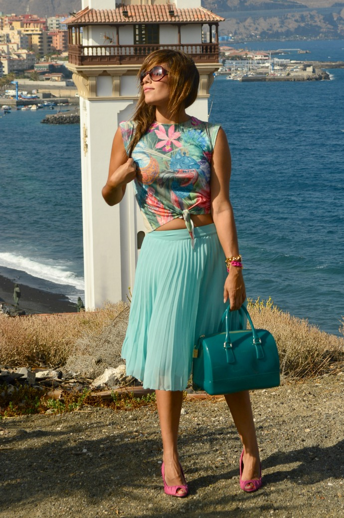 falda de tablas azul mar camiseta print india salones rosa bolso furla (11)