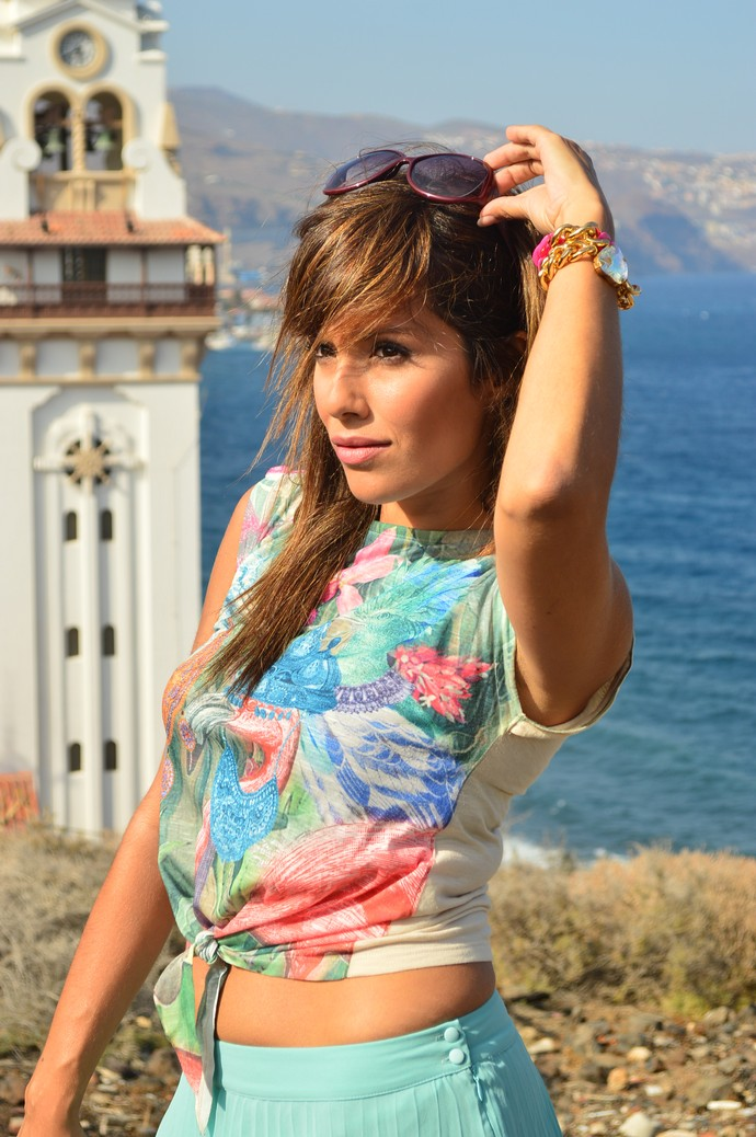 falda de tablas azul mar camiseta print india salones rosa bolso furla (3)