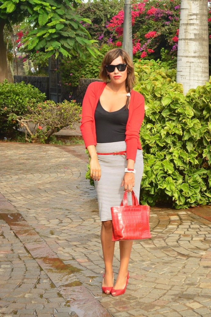 look navy falda tubo rayas rebeca rojo negro bolso rojo piel  (12)