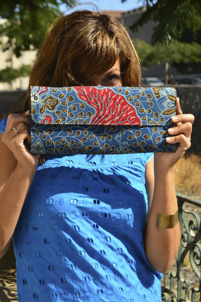 look vestido azul mini brocado tacon madera bolso africa _0739