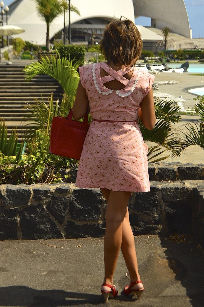 look vestido diksi naif rosa furla rojo
