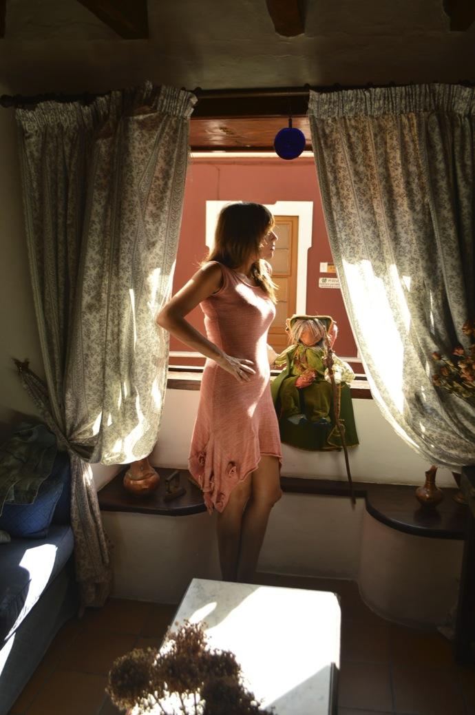 look vestido hecho a mano punto rosa denim claro zapato calado _0823