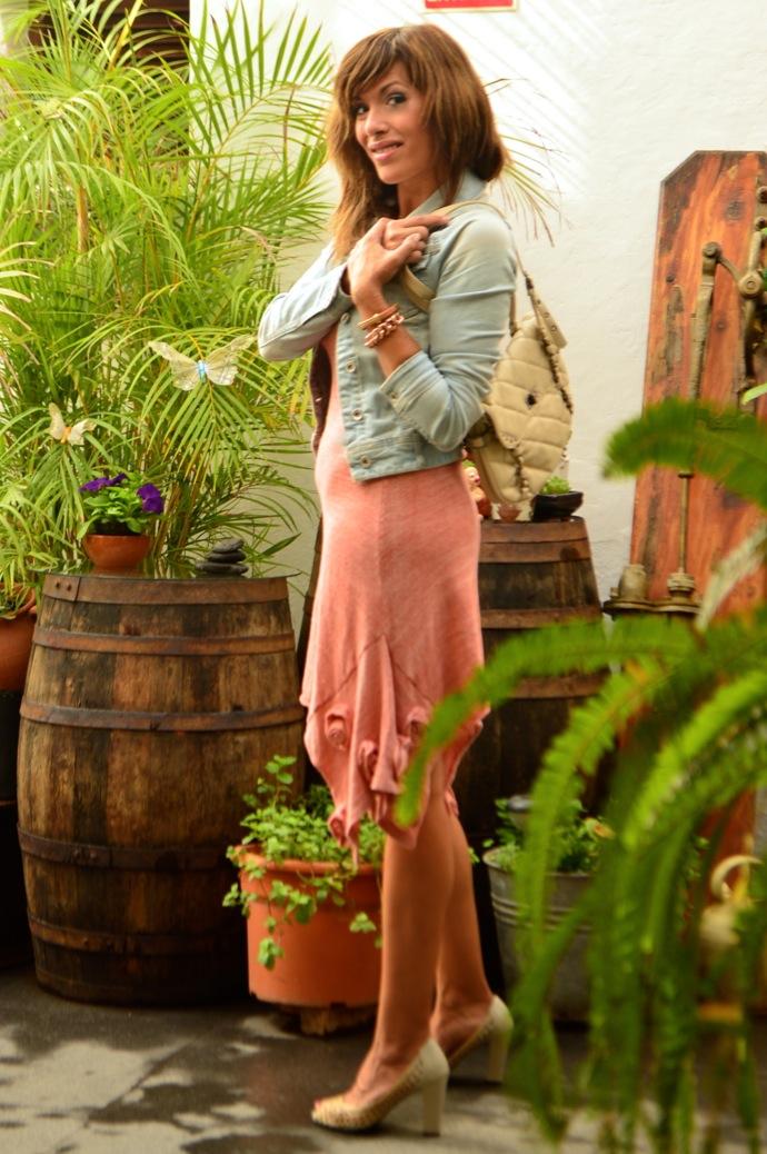 look vestido hecho a mano punto rosa denim claro zapato calado _0838
