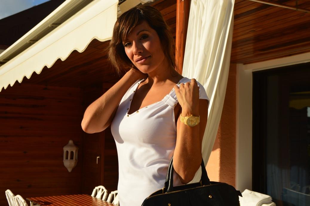 look vestido blanco cuple michael kors y zapatos leopardo en hotel botanico _0908_3