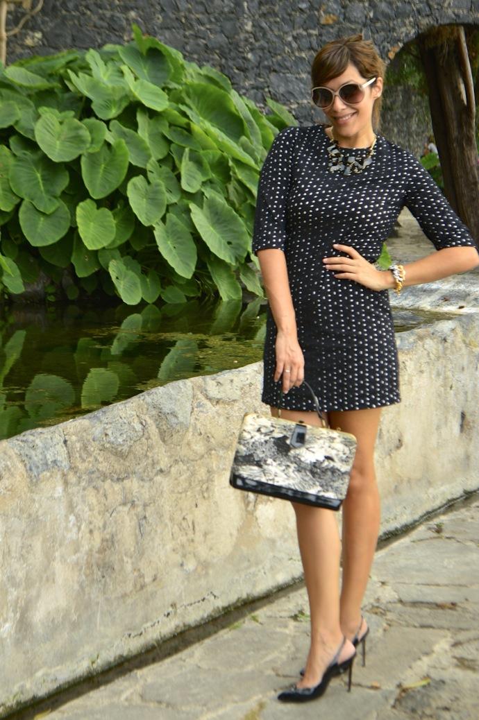 look vestido lady bordado suizo negro tacones charol vintage bolso _0043