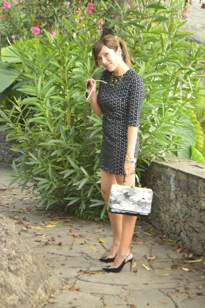 look vestido lady bordado suizo negro tacones charol vintage bolso _0050
