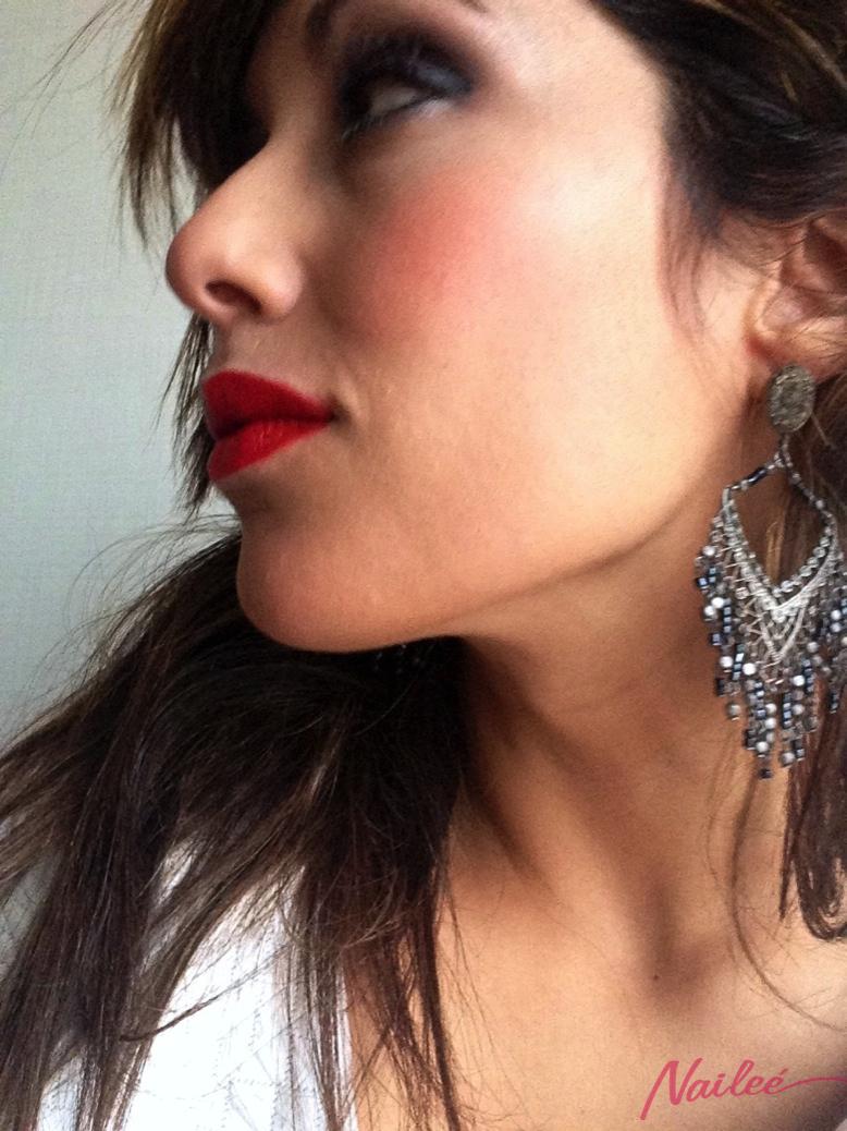 maquillaje ahumado gris metalizado labios rojo mate _0723 copy