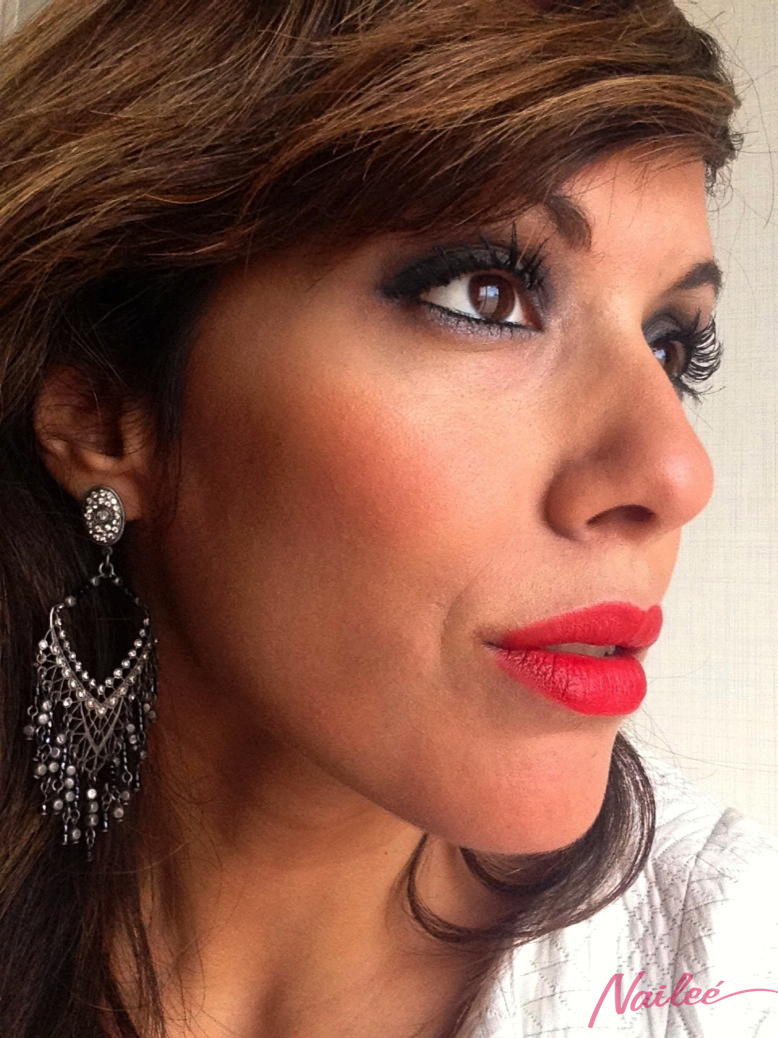 maquillaje ahumado gris metalizado labios rojo mate _0731 copy