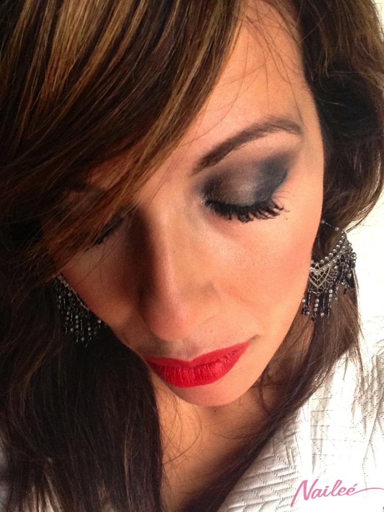 maquillaje ahumado gris metalizado labios rojo mate _0749 2 copy