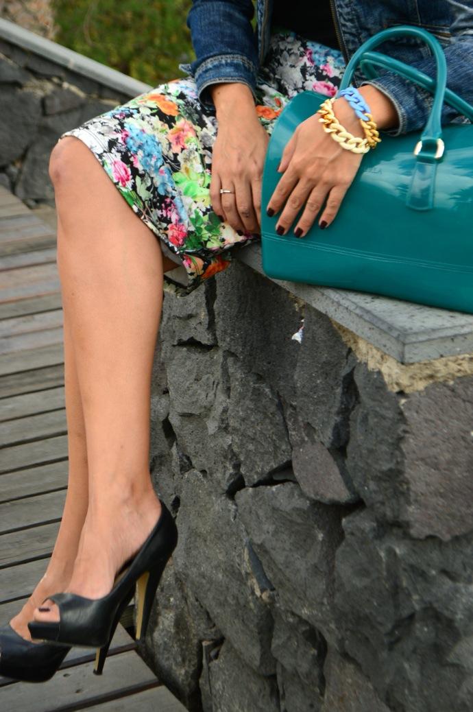 look falda tubo flores pee toes chaqueta vaquera denim _0605