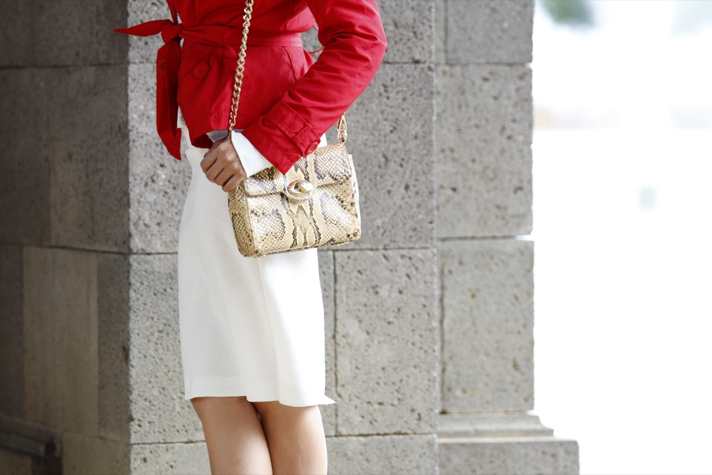 look falda blanca vintage chubasquero rojo python 8188pr