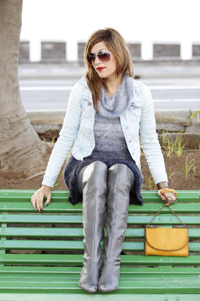 look vestido pelo fur botas mosqueteras bandolera gris amarillo7907p