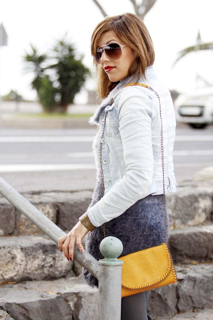 look vestido pelo fur botas mosqueteras bandolera gris amarillo7925p