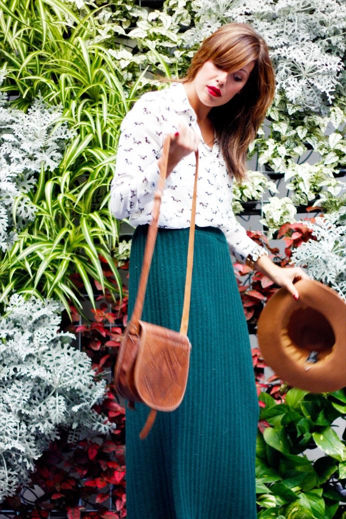 look falda verde botella camisa cebras sombrero 9647pr