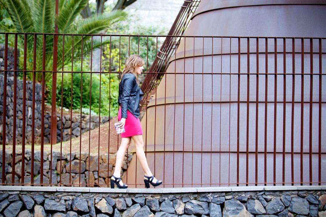 look vestido cut out fucsia perfecto zapatos dentados stradivarius 0460p