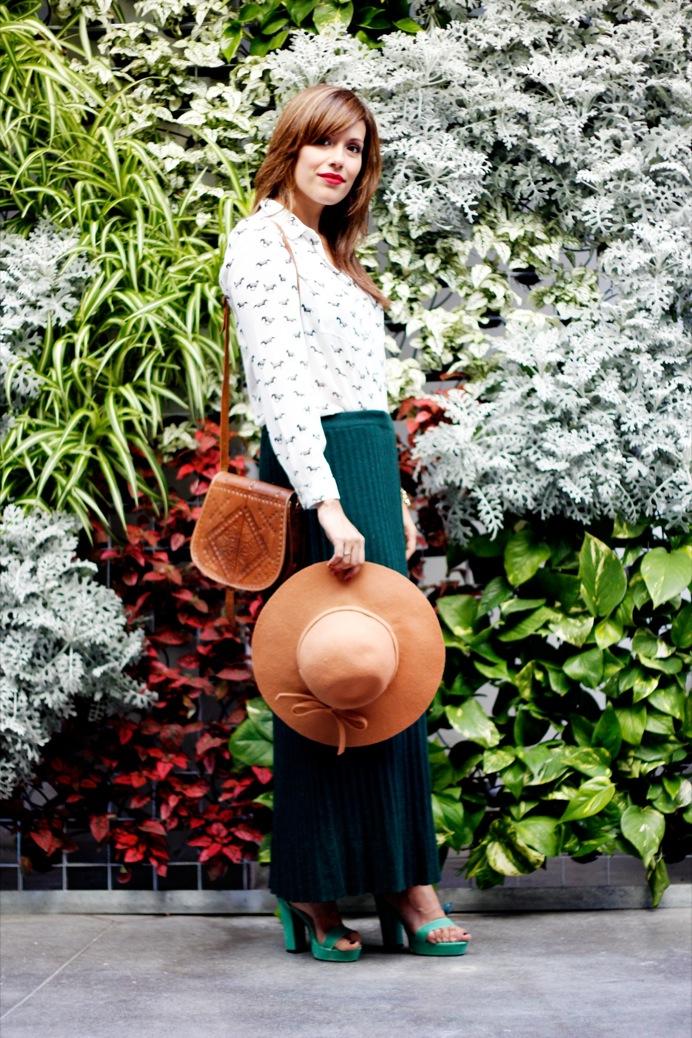 look falda verde botella camisa cebras sombrero 9653pr