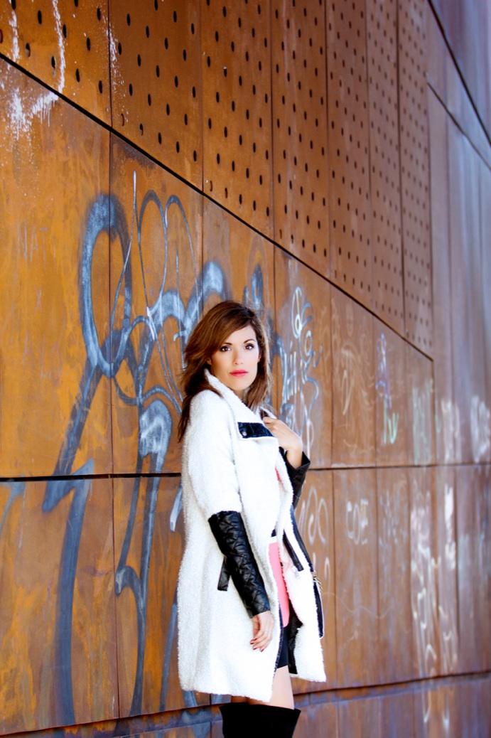 look vestido rayas rosa negro botas over the knee abrigo oveja 9869p