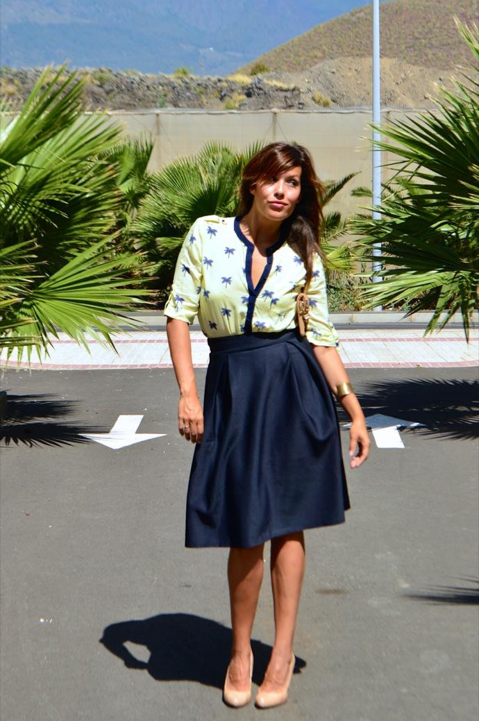 look falda mini azul clasica blusa palmeras 8.12