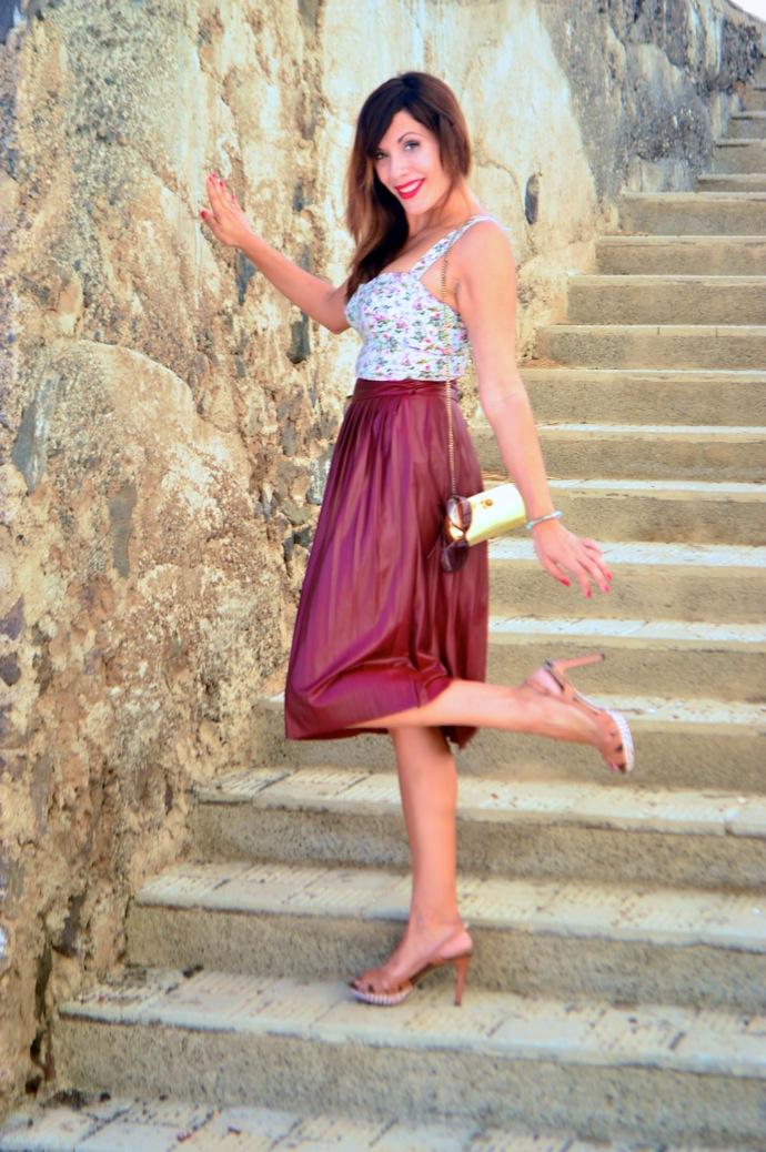 look burgundy midi skirt crop top floral zara pull and bear 0086