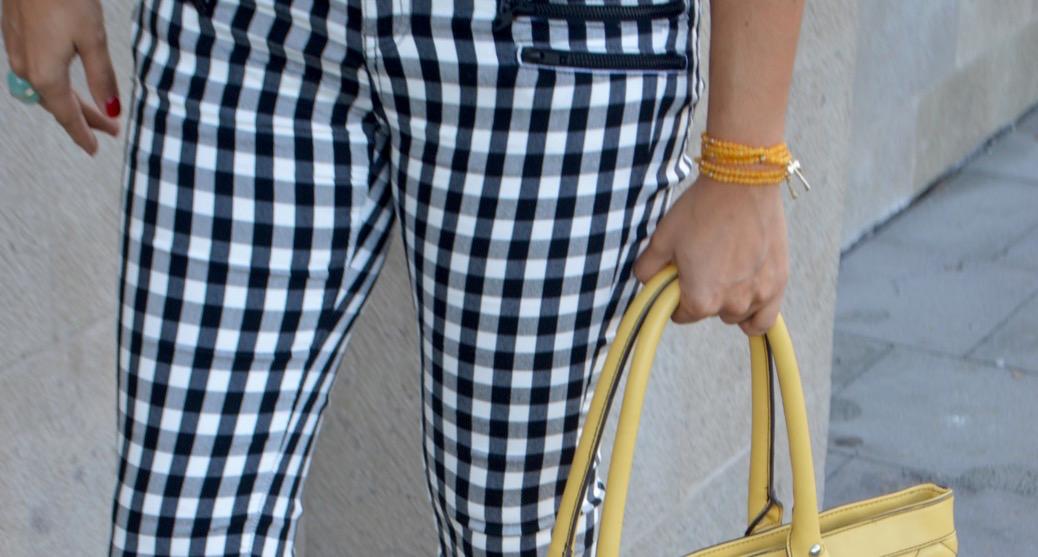 look pantalones cuadros mango lenceria zapato dentado 0079