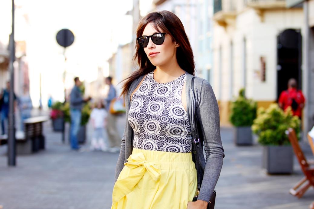 look falda amarilla lady abercrombie top cardigan chic