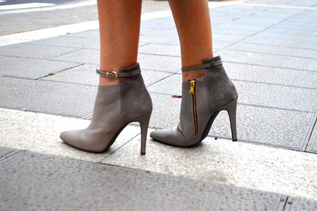 look 50 sombras de grey gris zara cut out boots 50.42