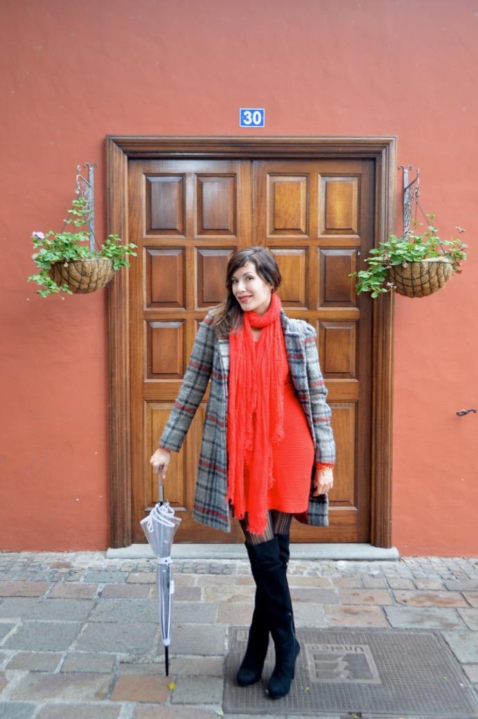 look abrigo cuadros maxi botas mariamare paraguas transparente paris francia0023