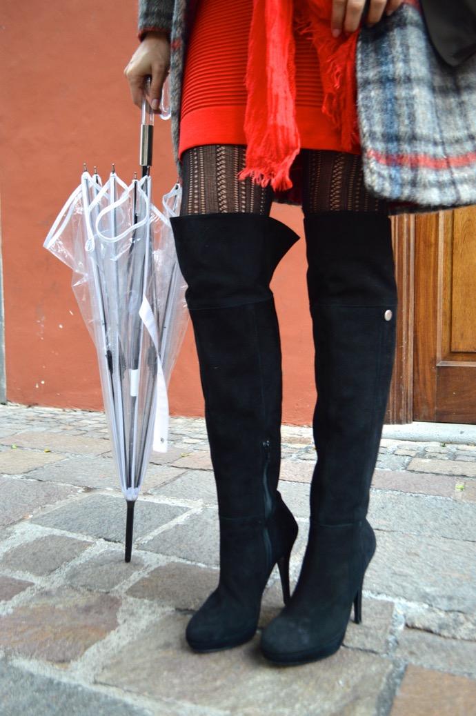 look abrigo cuadros maxi botas mariamare paraguas transparente paris francia0029