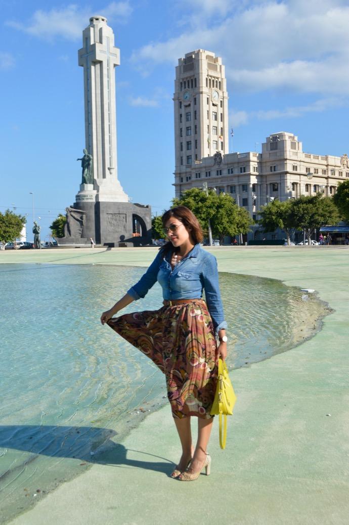 look falda vintage bolso furla denim camisa rayban aviador 0059
