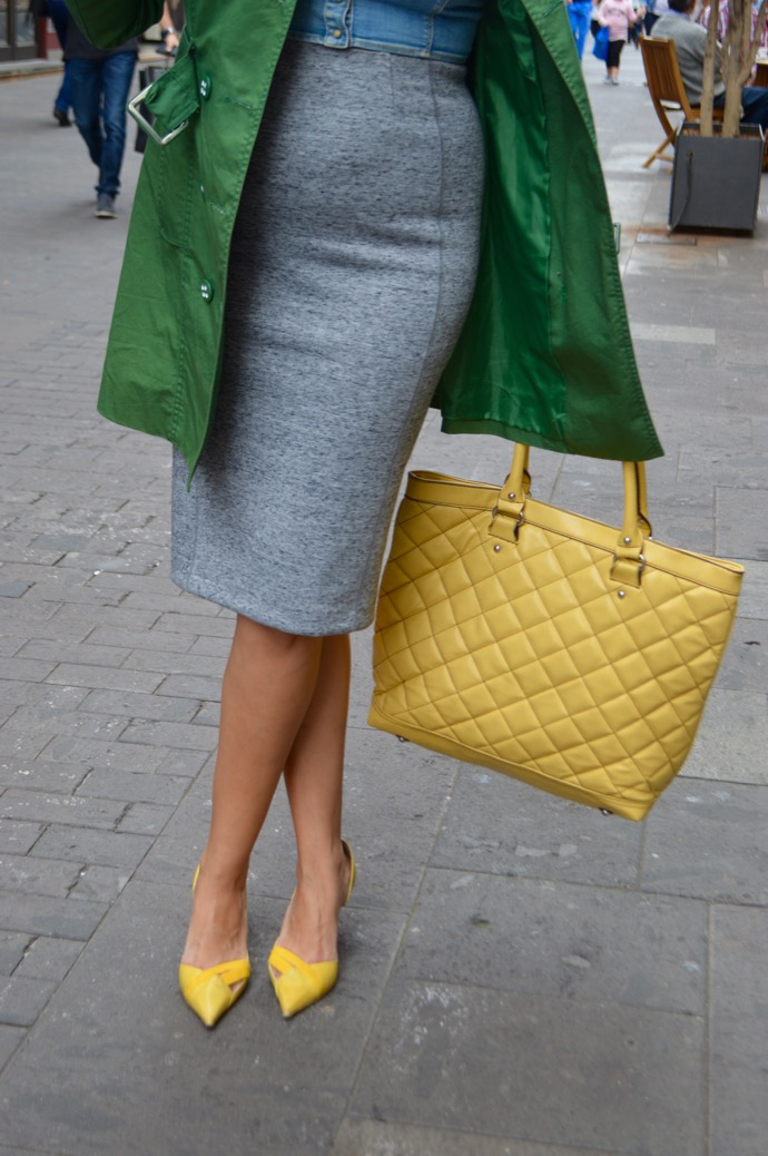 look falda lapiz trench amarillo verde embarazada 0441