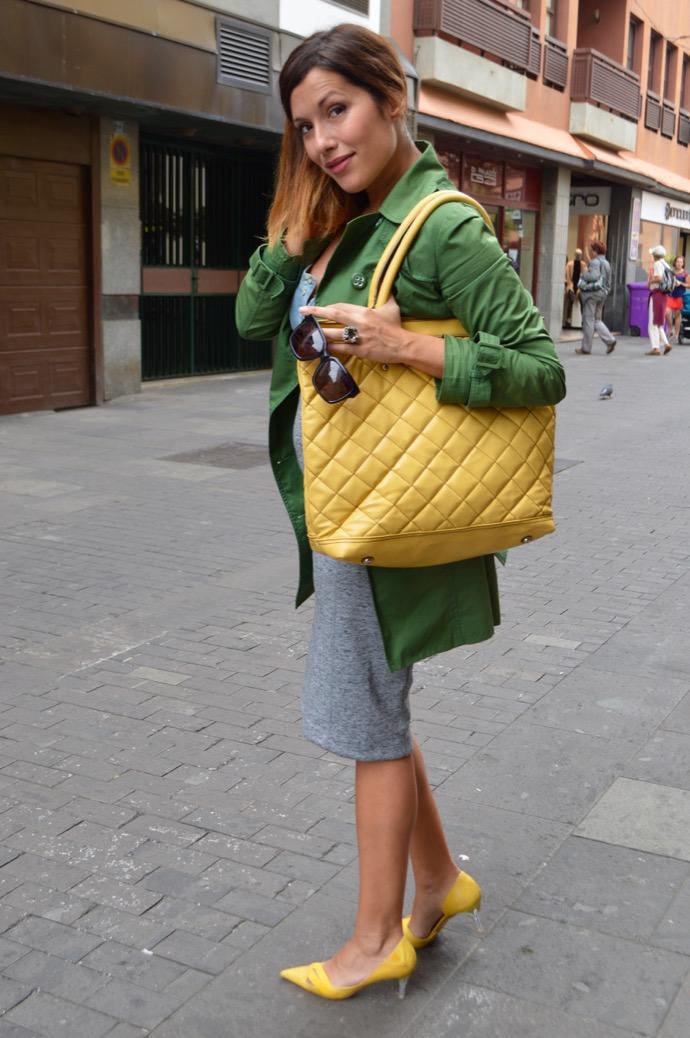look falda lapiz trench amarillo verde embarazada 0442