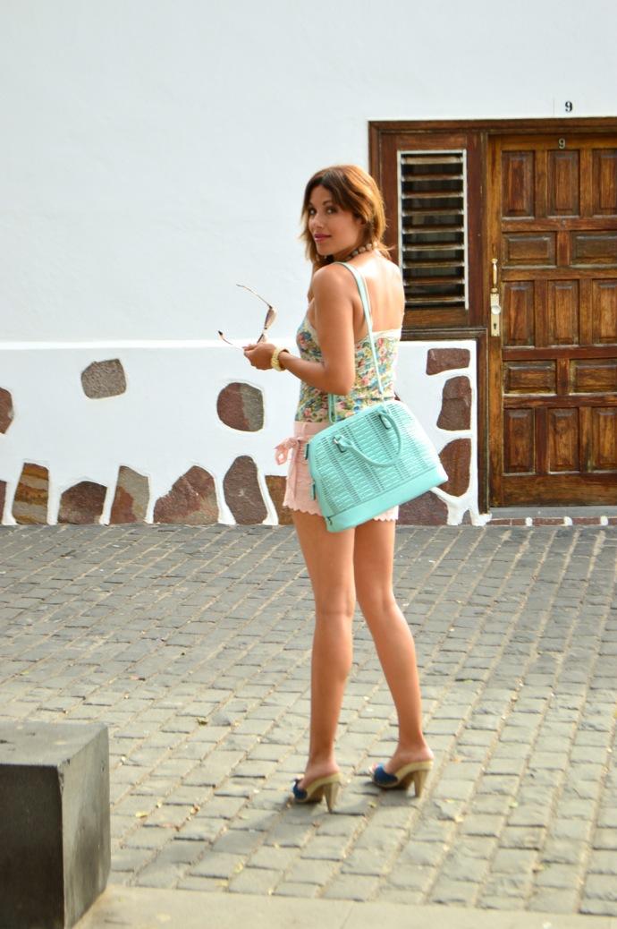 look-short-encaje-pastel-top-flores-denim-brocado-tenerife-15.06